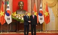 越南和韩国一致同意进一步深化和夯实两国战略伙伴关系