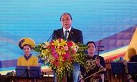 越南政府总理阮春福和夫人主持GMS-6和CLV-10招待会