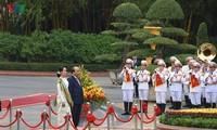 缅甸国务资政昂山素季结束对越南的正式访问