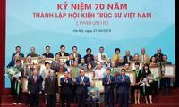阮春福出席越南建筑师协会成立70周年纪念会
