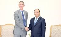 越南政府总理阮春福会见英国驻越大使贾尔斯·莱韦