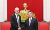 越共中央经济部部长阮文平会见脸书、苹果和可口可乐领导人