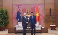 越南国会秘书长、国会办公厅主任阮幸福会见澳大利亚参议院议长