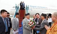 阮春福主持仪式欢迎尼泊尔总理奥利访越