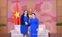越南国会主席阮氏金银会见欧盟贸易专员塞西莉亚·马姆斯特罗姆