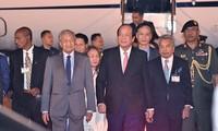 马来西亚总理马哈蒂尔开始对越南进行正式访问