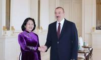 越南国家副主席邓氏玉盛会见阿塞拜疆总统阿利耶夫