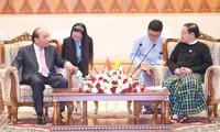 越南政府总理阮春福会见缅甸总统吴温敏