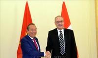 巩固越南和瑞士合作关系