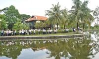 越南各地旅游景点纷纷举行迎春活动