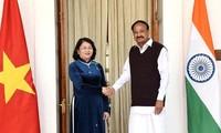 越南国家副主席邓氏玉盛与印度副总统举行会谈