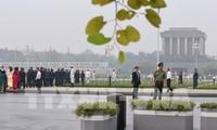从5月12日起开放接待游客入陵瞻仰胡志明主席遗容