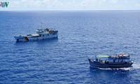 平顺省渔民在长沙海域的风浪从事捕捞业