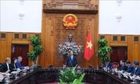 阮春福会见对越投资的中国企业代表团