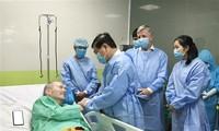 越南第91例新冠肺炎患者正在良好康复,一直向越南医生说感谢