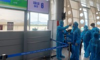 因Covid-19疫情爆发而滞留岘港的300人已经回到胡志明市