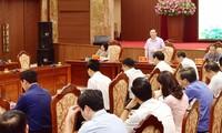 各级政府要努力完成经济社会发展目标