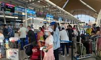 将240名在马来西亚的越南公民接回国