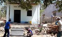 昆嵩省巴拿族同胞积极建设新农村