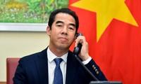 越南外交部副部长苏英勇与英国外交部亚洲事务国务大臣亚当斯通电话