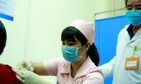 越南首批6名志愿者注射第2针新冠疫苗