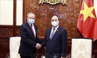 越南国家主席阮春福会见即将离任前来辞行拜会的阿尔及利亚驻越大使