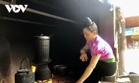 越南西北地区泰族人家里的糯米蒸锅