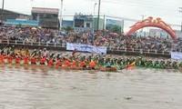 Bootsrennen der Khmer-Volksgruppe in Soc Trang