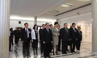 Parlamentspräsident Nguyen Sinh Hung besucht Polen