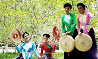 Traditionelle Tracht der Frauen der Volksgruppe der Kinh