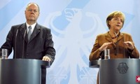 Kanzlerin und Gegenkandidat beim TV-Duell