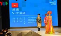 Vietnamesische Trachten Ao Dai auf der Modenschau ASEAN-China