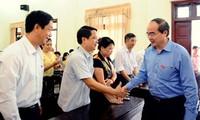 Präsident der vaterländischen Front Nguyen Thien Nhan trifft Wähler der Provinz Bac Giang