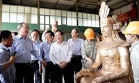 Vorsitzender der vaterländischen Front Nguyen Thien Nhan besucht Dorf Son Dong