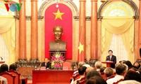 Staatspräsident Truong Tan Sang trifft ehemalige Spitzenbeamte der Gerichte