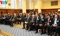 Vizepremierminister Vu Van Ninh nimmt am Erziehungsforum zwischen Vietnam und Großbritannien teil
