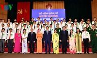 Premierminister Nguyen Tan Dung trifft junge Wissenschaftler
