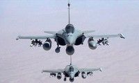 Frankreichs Präsident Francois Hollande ordnet Verstärkung der Militäraktionen gegen IS an