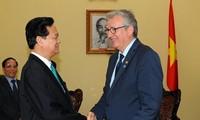 Premierminister Nguyen Tan Dung trifft Sekretär der Kommunistischen Partei Frankreichs