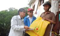 Provinzen landesweit kümmern sich zum Tetfest um die Armen