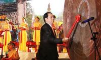 Staatspräsident Tran Dai Quang nimmt am traditionellen Truong Yen-Fest teil