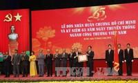 Premierminister Nguyen Xuan Phuc bei Feier zum 65. Jahrestag des Industrie- und Handelszweigs