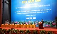 Vizepremierminister Vu Duc Dam nimmt am Forum für Vietnamistik teil