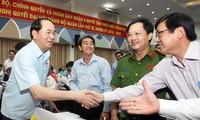 Staatspräsident Tran Dai Quang trifft Wähler in inneren Stadtbezirken von Ho-Chi-Minh-Stadt