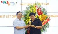 Parteisekretär von Hanoi Hoang Trung Hai gratuliert VOV