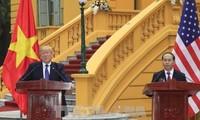 Staatspräsident Tran Dai Quang und US-Präsident Donald Trump geben Pressekonferenz ab