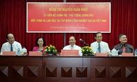 Premierminister Nguyen Xuan Phuc besucht Kautschuk-Konzern