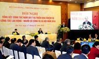 Premierminister Nguyen Xuan Phuc nimmt an Bilanzkonferenz zur Förderung der Berufsausbildung teil