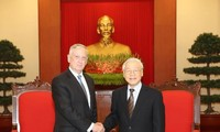 KPV-Generalsekretär Nguyen PhuTrong empfängt US-Verteidigungsminister James Mattis