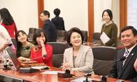 Frau des südkoreanischen Präsidenten trifft vietnamesische Studenten